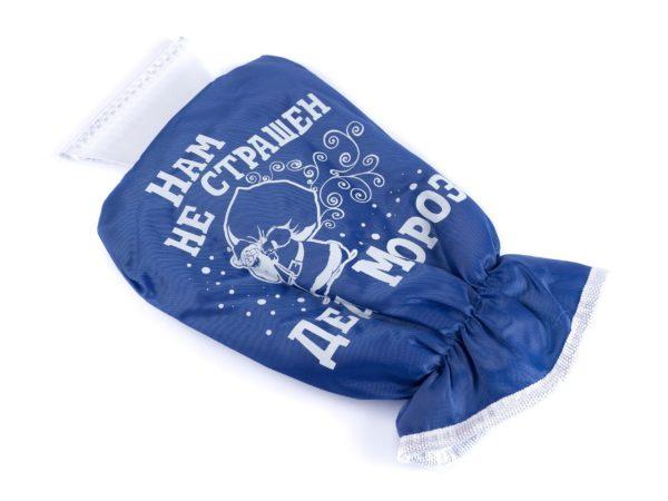 """СКРЕБОК ДЛЯ ОЧИСТКИ СТЕКОЛ пластмассовый с рукавицей """"Нам не страшен дед Мороз"""" 29*16 см (арт. 10403468, код 100514)"""